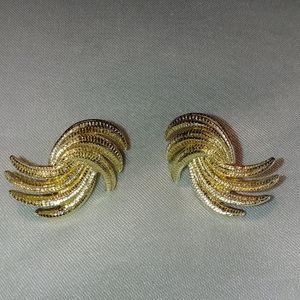 Vintage goldtone earrings